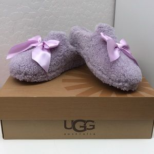 NWT - UGG Women's Lavender Bow Slippers